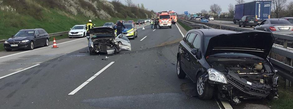 Unfall mit zwei Autos sorgt für Stau im Berufsverkehr