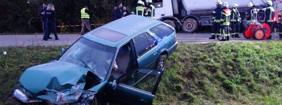 Zwei Schwerverletzte nach Zusammenstoß mit Lkw