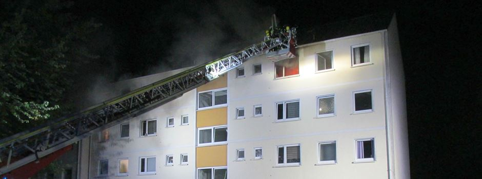 Küchenbrand in Mehrfamilienhaus: Feuerwehr verhindert Ausbreitung