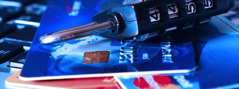 Betrüger erlangen Bankkarte und PIN - 2.000 Euro vom Konto abgehoben