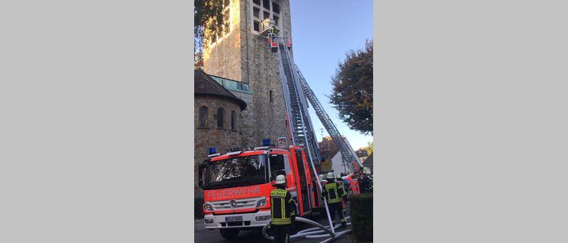 Brand in Kirche: Einsatz soll bis Donnerstag andauern