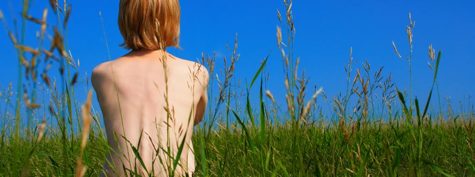 nackt im park