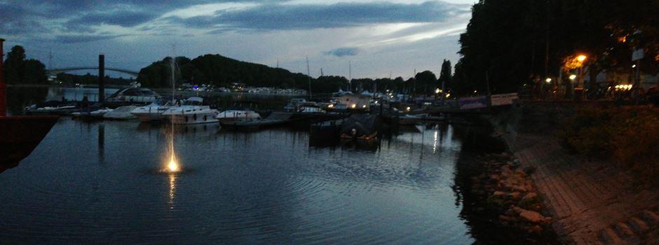 Neue Wasserfontäne sprudelt im Schiersteiner Hafen
