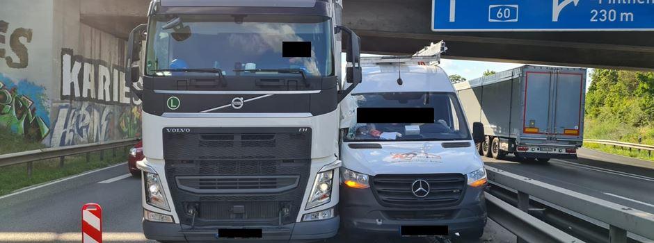 Autofahrer wenden nach Unfall auf der A60