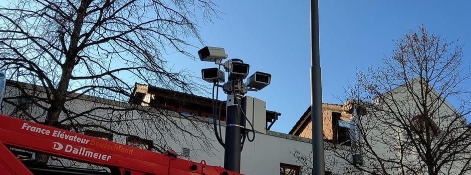 Überwachungskameras am Platz der Deutschen Einheit installiert