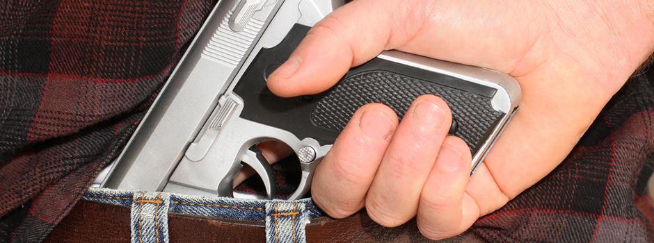 Mann (20) feuert Schuss in die Luft ab
