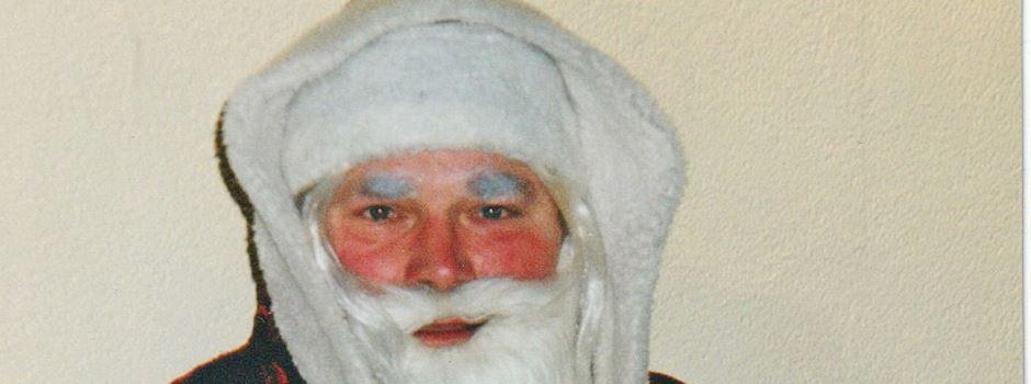 Weihnachtsmann gönnt seinen Rentieren eine Pause und nimmt den Bürgerbus