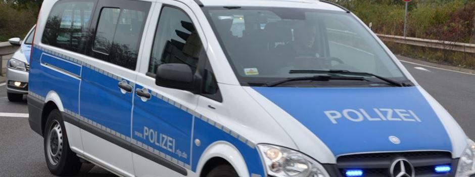 Fußgänger prügelt auf Autofahrer ein