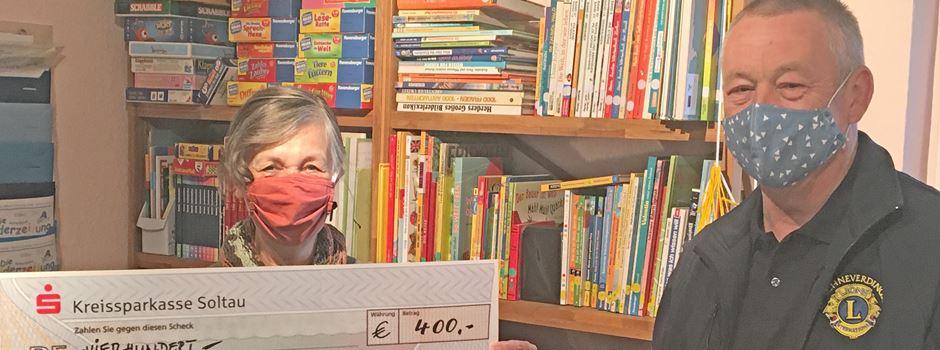 Scheck für Leselernhelfer: Lions-Club unterstützt Mentoren
