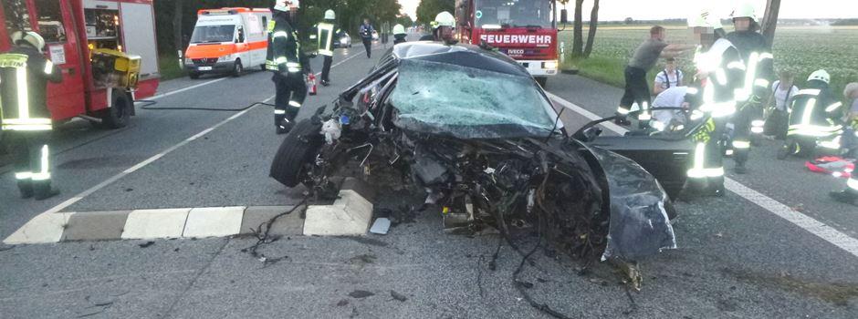 Autofahrerin prallt gegen Baum und stirbt