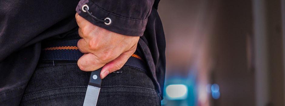 Jugendliche mit Messer bedroht und ausgeraubt
