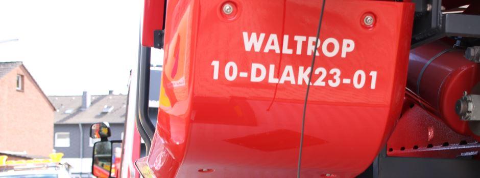 Wohnungsbrand gemeldet - Feuerwehr rückt zur Steinstraße aus