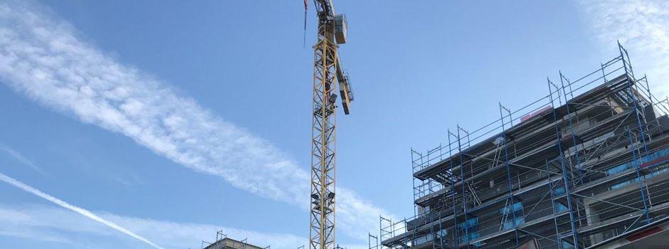 Bauarbeiter gestürzt: Rettungseinsatz in 30 Metern Höhe