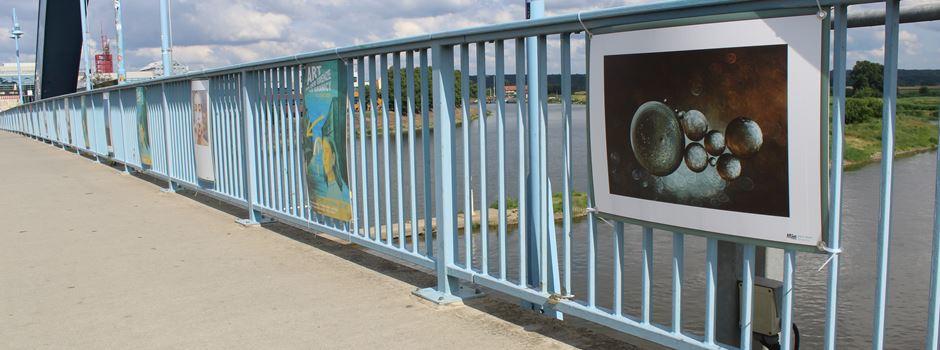 Art auf der Brücke