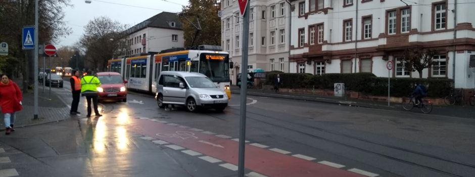 Unfall zwischen Auto und Straßenbahn